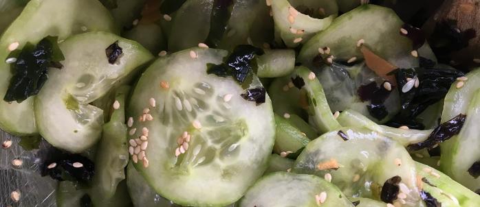 Salade de concombre aux algues